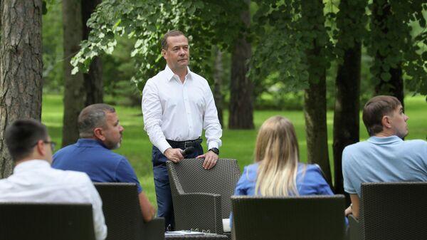 Медведев прокомментировал ситуацию перед выборами в Белоруссии