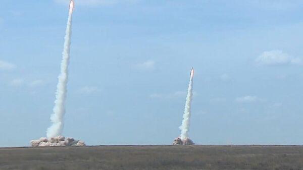 Видео пусков ракет комплексами Искандер-М в Астраханской области