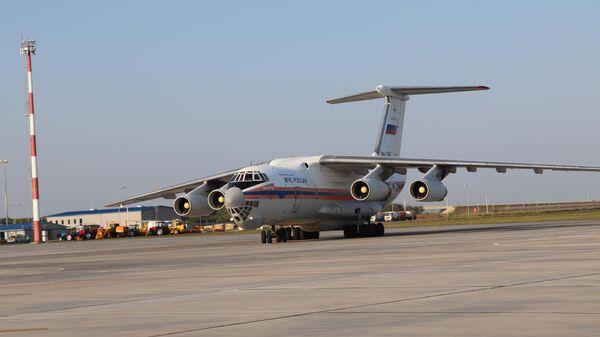 Самолет ИЛ-76 МЧС РФ с российской помощью в аэропорту Бейрута