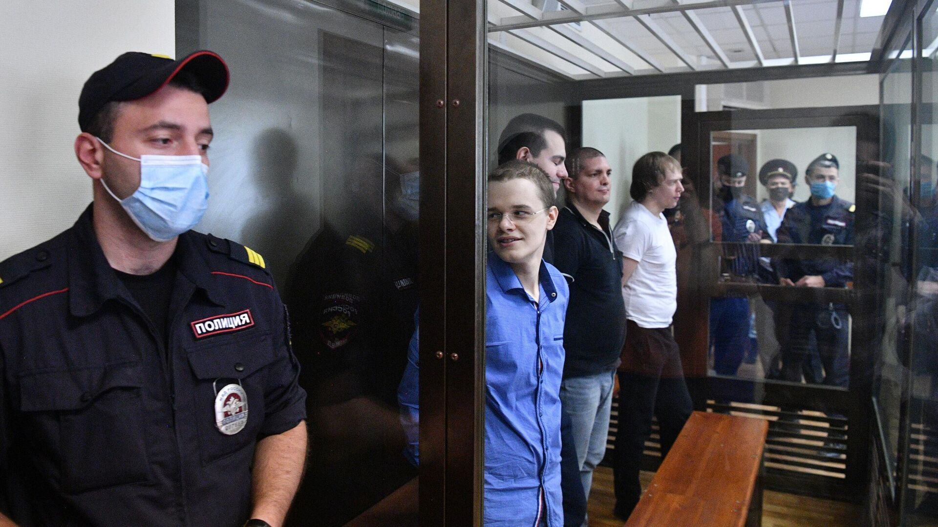 Суд арестовал художника за несогласованную выставку в Петербурге