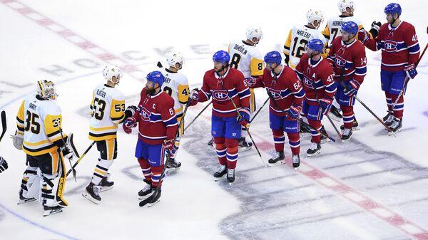 Хоккеисты Монреаля и Питтсбурга после окончания встречи
