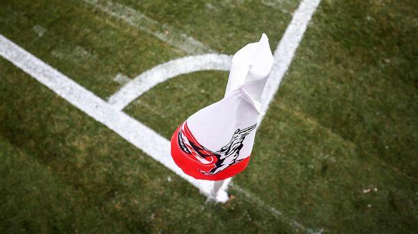 Угловой флажок с логотипом футбольного клуба Кельн