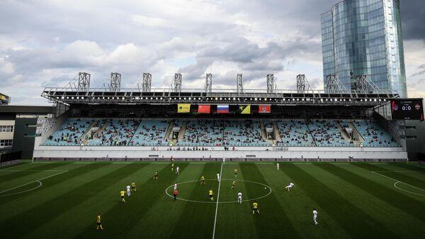 Игроки  Химок и ЦСКА на поле стадиона Арена Химки