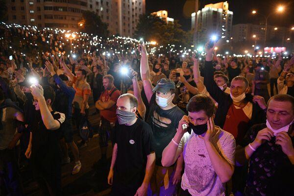 Участники акции протеста на одной из улиц в Минске