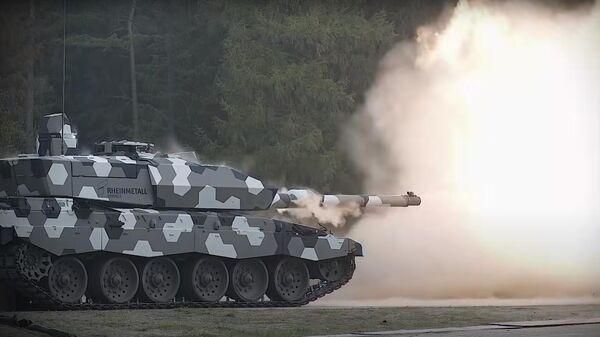 Испытания перспективной 130-мм гладкоствольной танковой пушки L51. Стоп-кадр видео