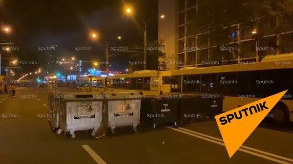 Минск: У ТЦ Рига можно увидеть баррикады, оставленные после разгона протестующих