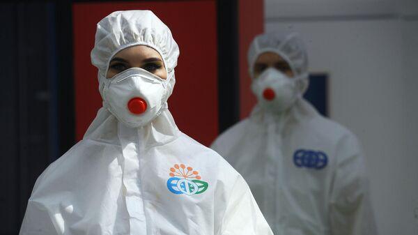 Демонстрация защитных костюмов на стенде Республиканского инфекционного клинического центра