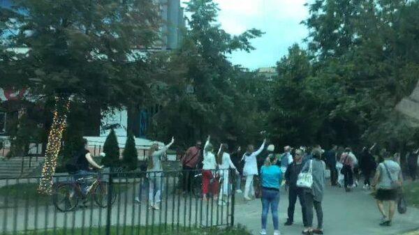 Протестующие снова начали собираться в разных частях Минска