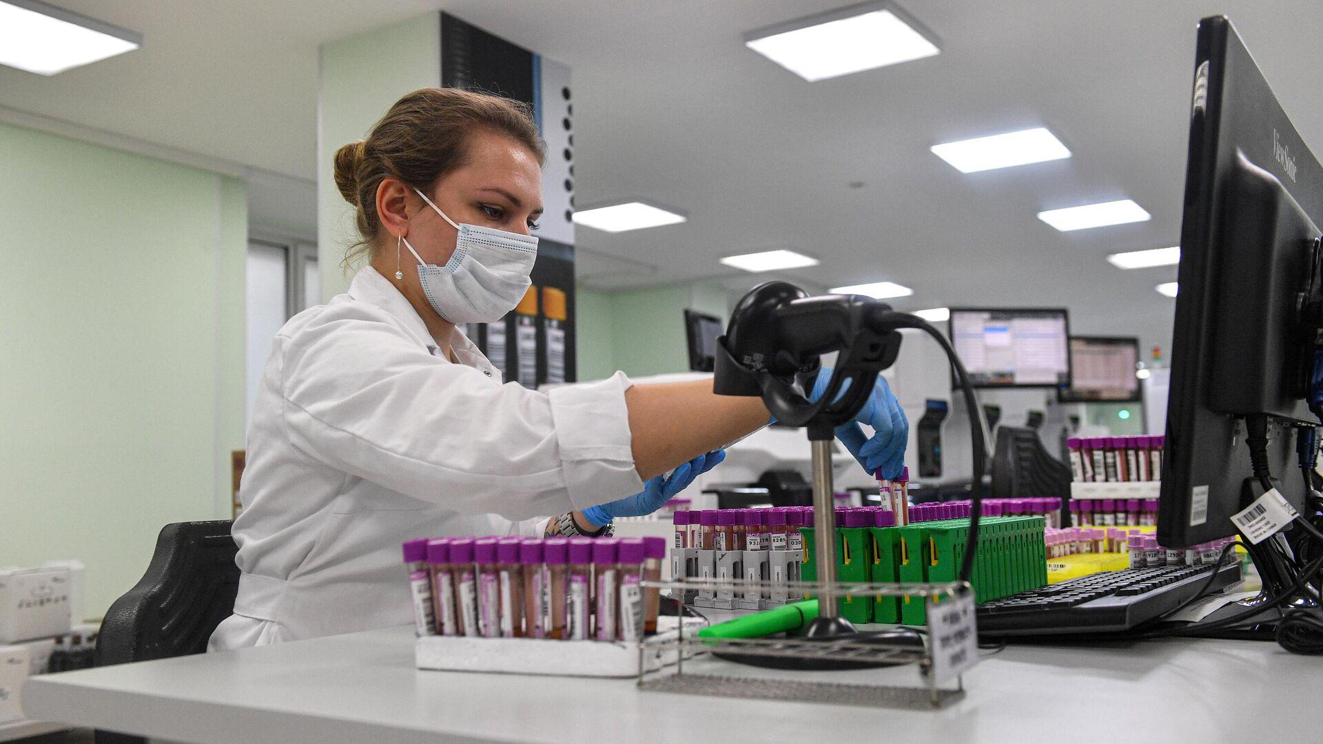 Производство тестов на антитела к COVID-19 в лаборатории Хеликс - РИА Новости, 1920, 18.10.2020