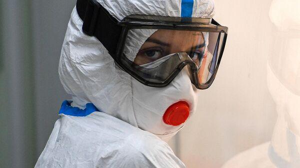 Лаборант красной зоны (зоны выделения) лаборатории молекулярной диагностики комплекса Helix в Москве
