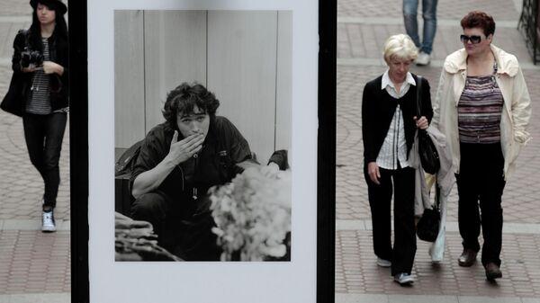 Портреты солиста группы Кино Виктора Цоя, выполненные фотографом Сергеем Берменьевым, на выставке Звезда по имени Цой в Санкт-Петербурге