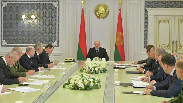 Президент Белоруссии Александр Лукашенко во время совещания в Минске. 12 августа 2020