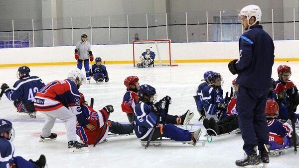 Тренировочная игра по следж-хоккею команды Полярные волчата из Москвы