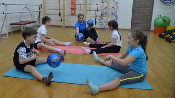 Занятие физкультурой для детей с ограниченными возможностями здоровья