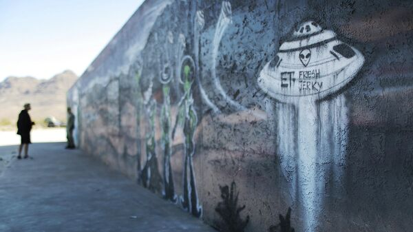 Фреска на тему НЛО в муниципалитете Хайко, штат Невада, США