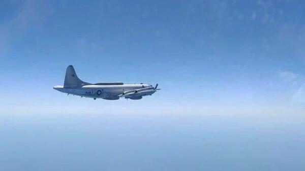 Российский Су-27 поднялся в воздух для перехвата истребителя США над Черным морем