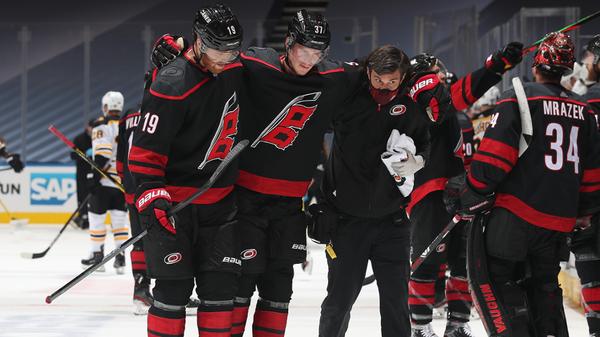 Хоккеист клуба НХЛ Каролина Харрикейнз Андрей Свечников