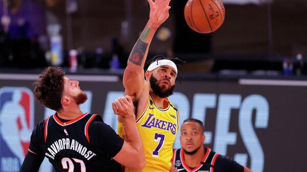 Игровой момент в матче НБА между командами Портленд Трэйл Блэйзерс и Лос-Анджелес Лейкерс