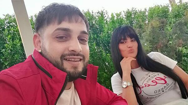 Исполнитель из Румынии Тави Пустиу с женой