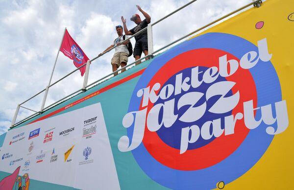 Подготовка к открытию ежегодного международного джазового фестиваля Koktebel Jazz Party в Коктебеле