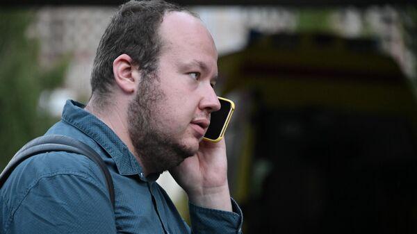 Сотрудник ФБК  Георгий Албуров, прилетевший в Омск, чтобы поддержать Алексея Навального, госпитализированного с подозрением на отравление, на территории омской БСМП № 1