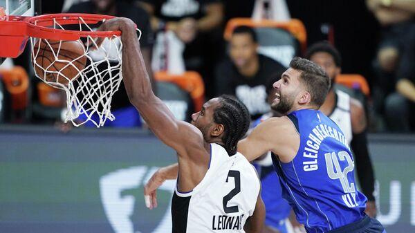 Игра плей-офф НБА между Лос-Анджелес Клипперс и Даллас Мэверикс.