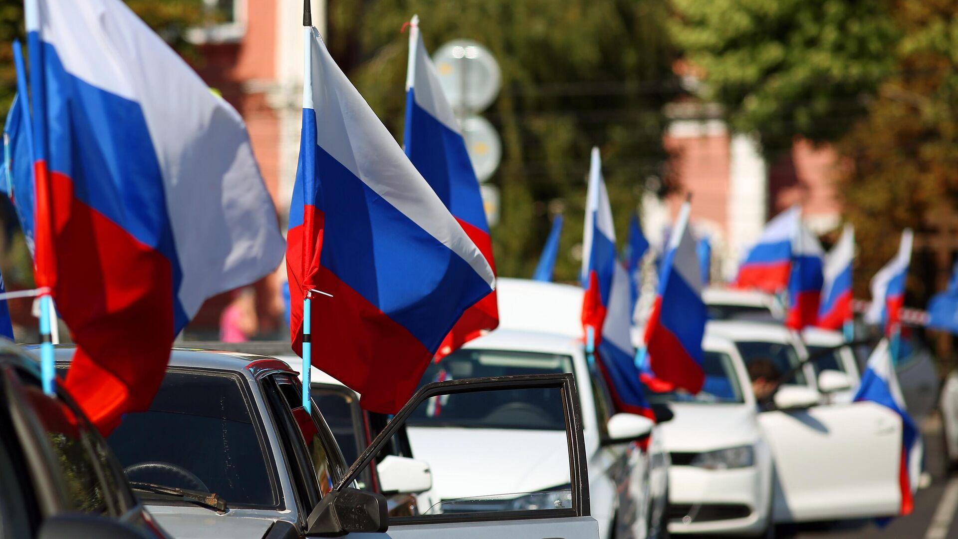Участники автопробега в честь Дня государственного флага России в Краснодаре - РИА Новости, 1920, 12.06.2021