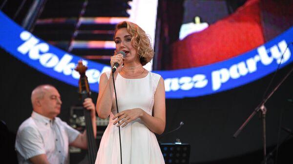 Певица Анастасия Лютова и коллектив Лютый Бэнд выступают на Международном джазовом фестивале Koktebel Jazz Party - 2020 в Крыму