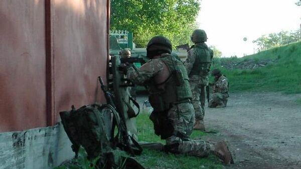 Сотрудники правоохранительных органов во время контртеррористической операции в Ингушетии