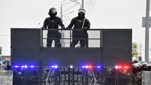 Сотрудники правоохранительных органов у Дворца независимости в Минске
