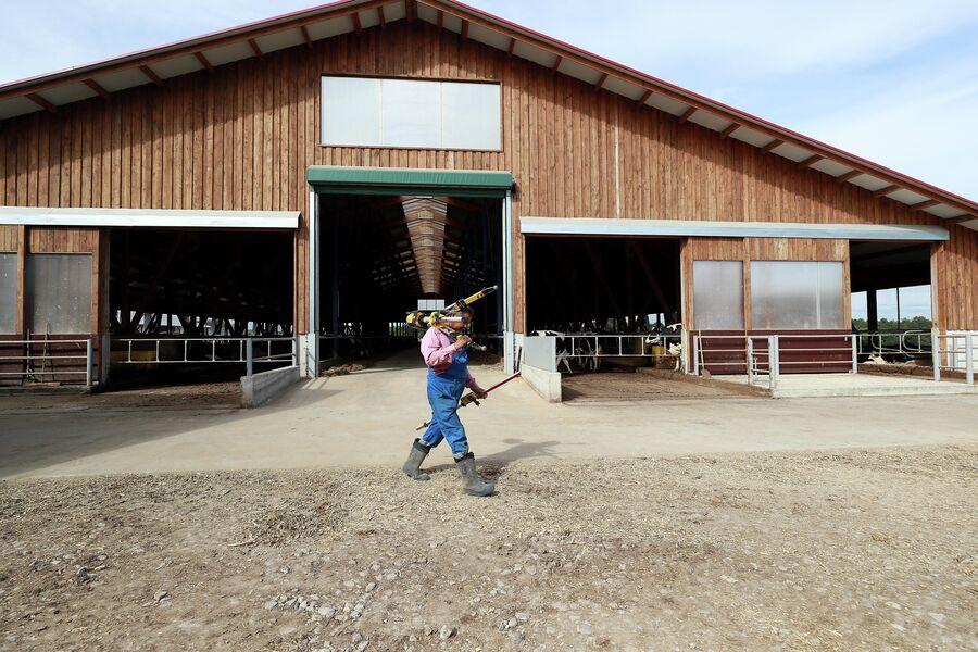 Рабочий на ферме