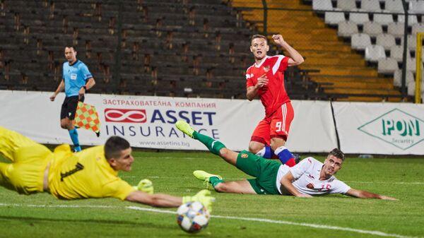 Нападающий молодежной сборной России по футболу Федор Чалов в матче против Болгарии