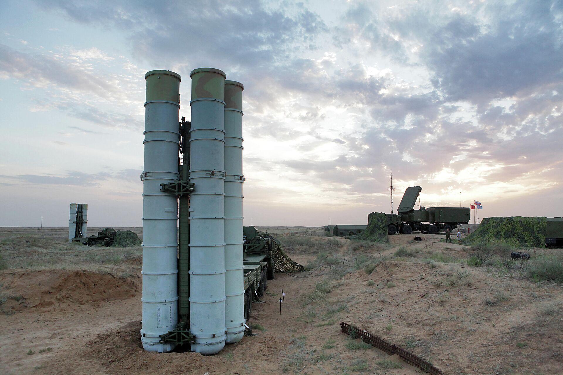 Подготовка к стрельбам зенитных ракетных систем С-400 Триумф на полигоне Ашулук  - РИА Новости, 1920, 20.01.2021