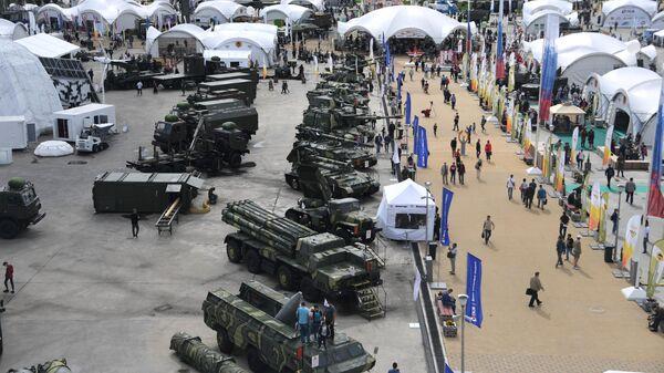 Посетители на выставке вооружений международного военно-технического форума Армия-2020