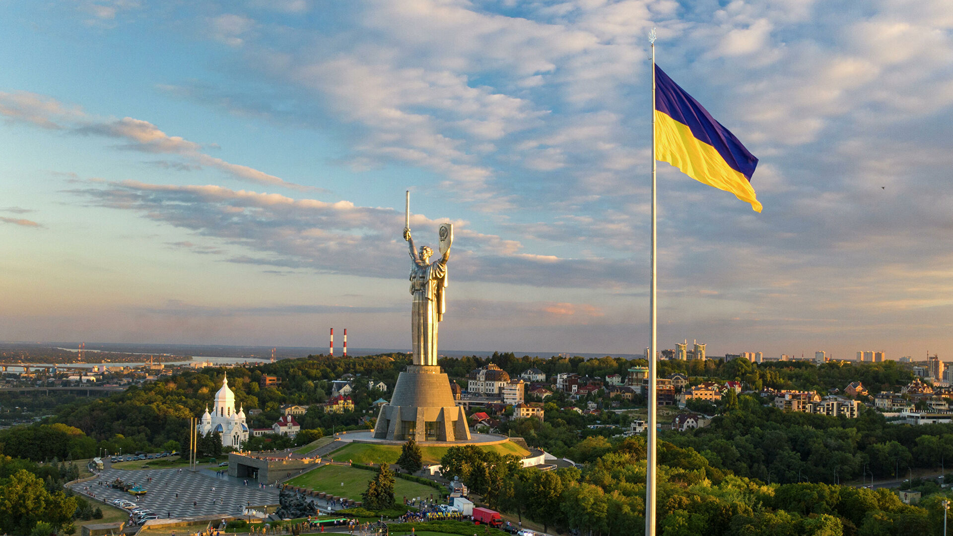 Самый большой флаг Украины в Киеве - РИА Новости, 1920, 21.09.2020