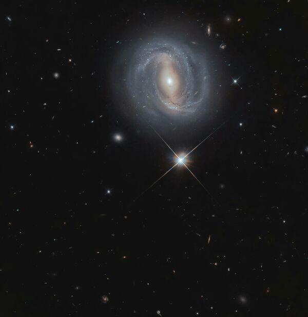 Спиральная галактика с перемычкой NGC 4907 (SBb) в созвездии Волосы Вероники