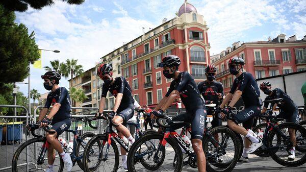 Велогонщики команды Ineos Grenadiers