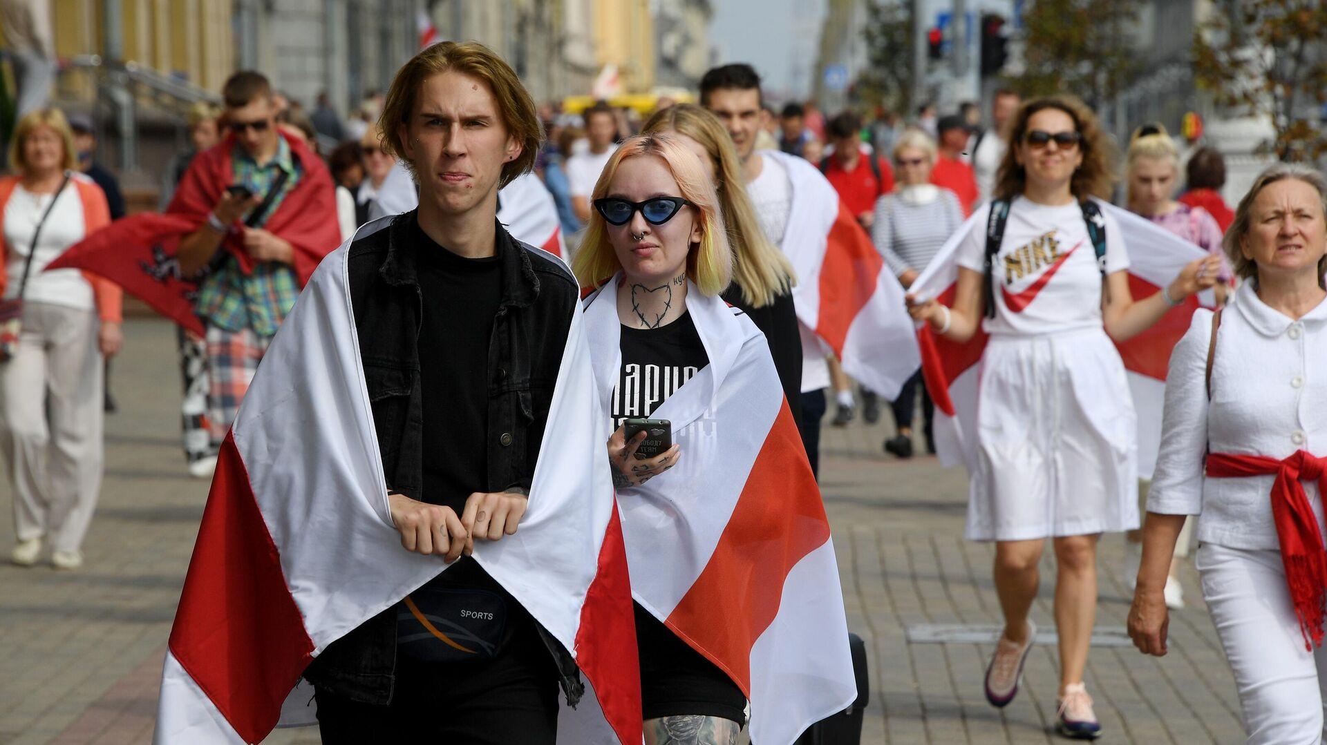 Участники акции протеста на проспекте Независимости в Минске - РИА Новости, 1920, 31.08.2020