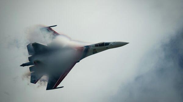 Истребитель Су-35 из состава пилотажной группы Русские витязи
