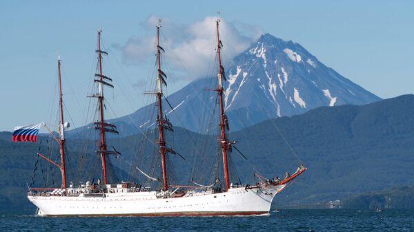 Парусное судно Седов зашло в порт Петропавловска-Камчатского