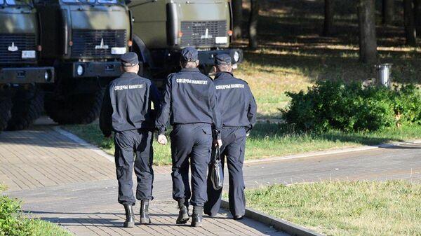 Сотрудники правоохранительных органов Белоруссии на месте взрыва в Минске на День Независимости