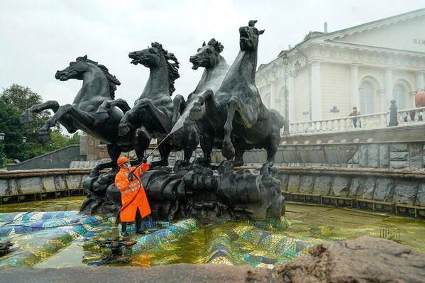 Промывка фонтана Времена года ГБУ Гормост