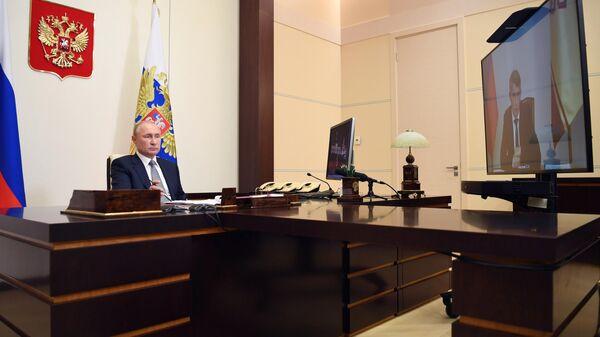 Президент РФ Владимир Путин во время встречи в режиме видеоконференции с врио главы Чувашской Республики Олегом Николаевым