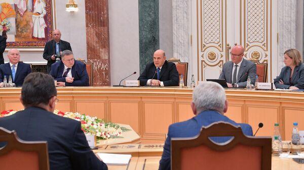 Председатель правительства РФ Михаил Мишустин во время переговоров с премьер-министром Белоруссии Романом Головченко в Минске