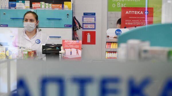 Сотрудница аптеки
