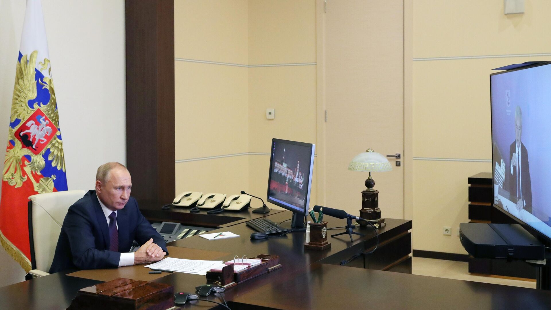 Президент РФ Владимир Путин во время встречи в режиме видеоконференции с мэром Москвы Сергеем Собяниным - РИА Новости, 1920, 04.09.2020