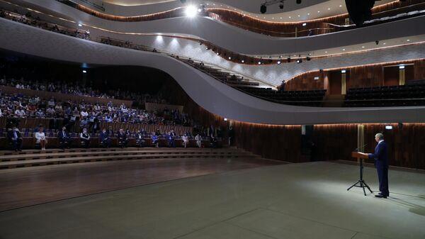 Президент РФ Владимир Путин выступает в концертном зале Зарядье на торжественном мероприятии, посвящённом празднованию 873-й годовщины основания Москвы