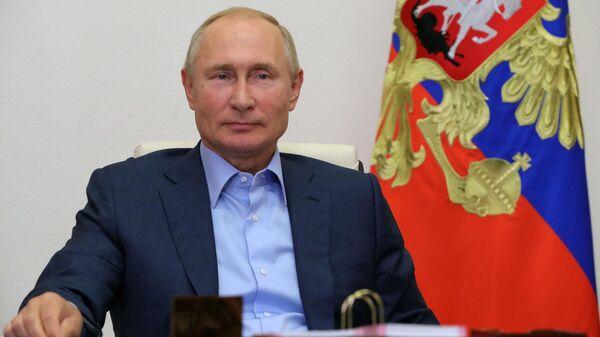 Президент РФ Владимир Путин проводит встречу с победителями конкурса Лидеры России
