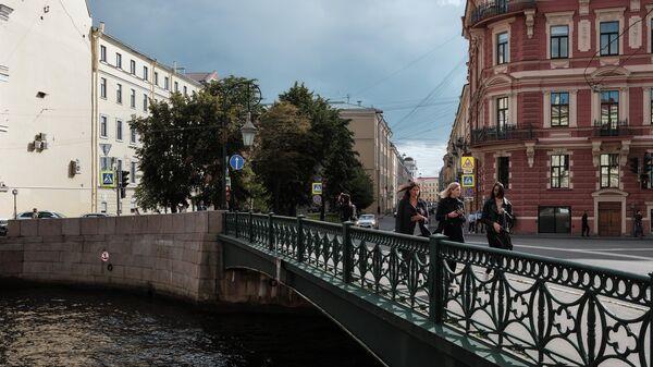 Фонарный мост через реку Мойку в Санкт-Петербурге