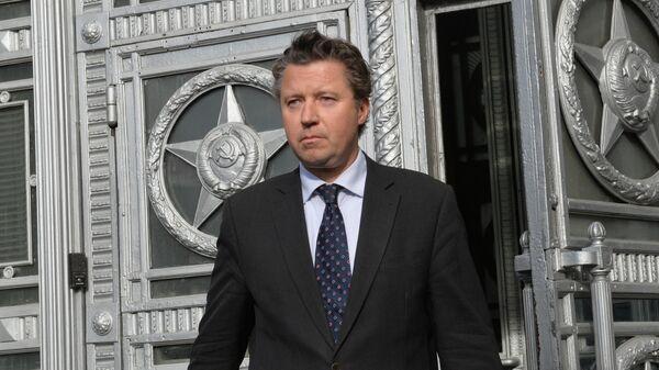 Посол ФРГ Геза Андреас фон Гайр выходит из здания МИД РФ в Москве